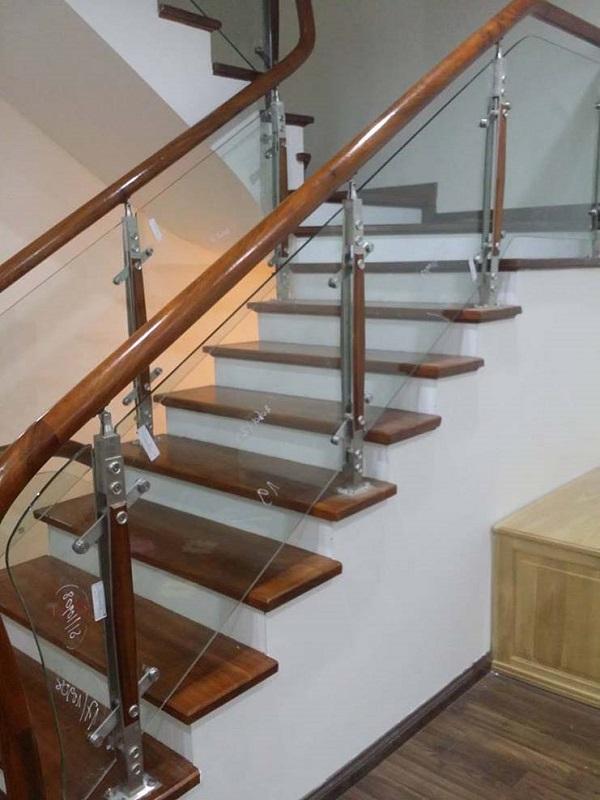 20+ Mẫu cầu thang kính gỗ cực đẹp 2021